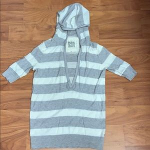 Ruehl No. 925 Gray and White Striped Sweater